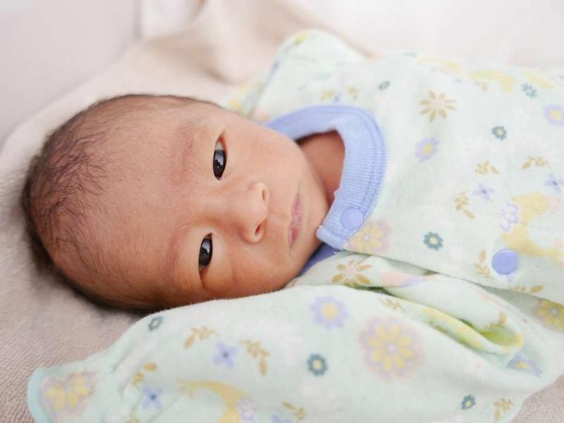 宝宝出生半个月了脐带还没掉怎么回事宝宝脐带半个月还没掉怎么办