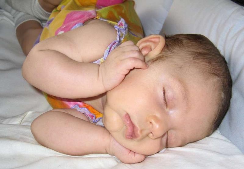 新生儿的肚脐什么时候掉如何护理新生儿脐带