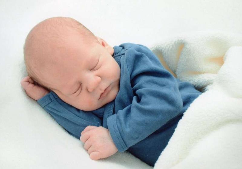 宝宝晚上不睡白天睡怎么办怎么矫正宝宝睡眠