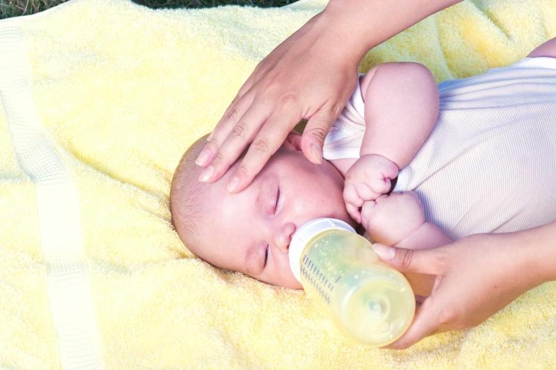 九个月宝宝一天拉三次大便正常吗九个月宝宝大便几次