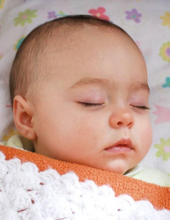 宝宝一睡觉头就出汗是什么原因呢