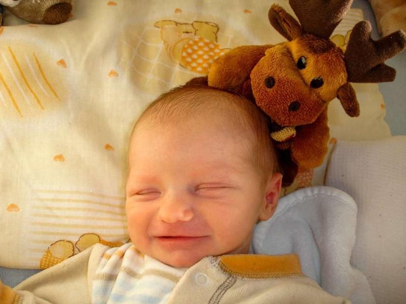2个月宝宝肚脐凸出来怎么办新生儿肚脐发炎怎么办