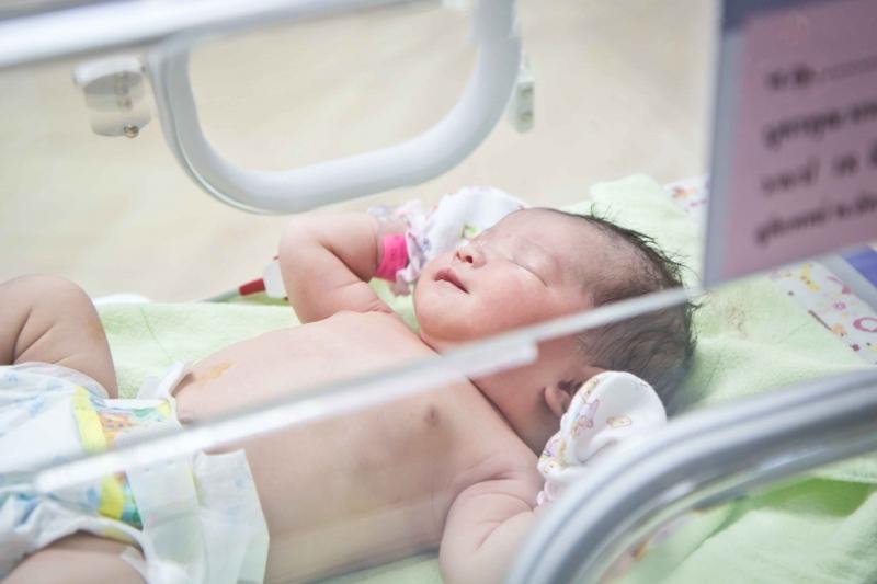 新生儿黄疸14天还很黄怎么办新生儿黄疸的表现